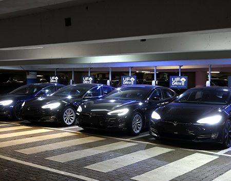 В Германии открылся первый пункт автоматизированного проката автомобилей Tesla